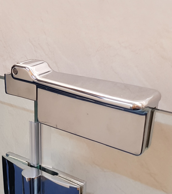 The beautiful Opulence range comes in a variety of options. The GD5 has inline bi-parting doors. The latch for this option comes as illustrated.