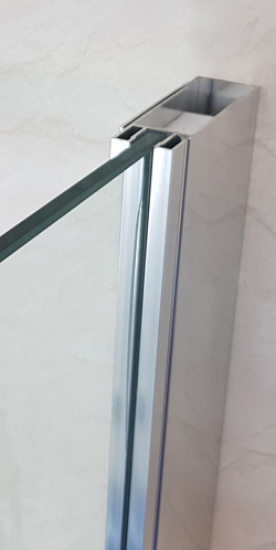 The beautiful Opulence range comes in a variety of options. The GD54 is a sleek walk-in glass screen
